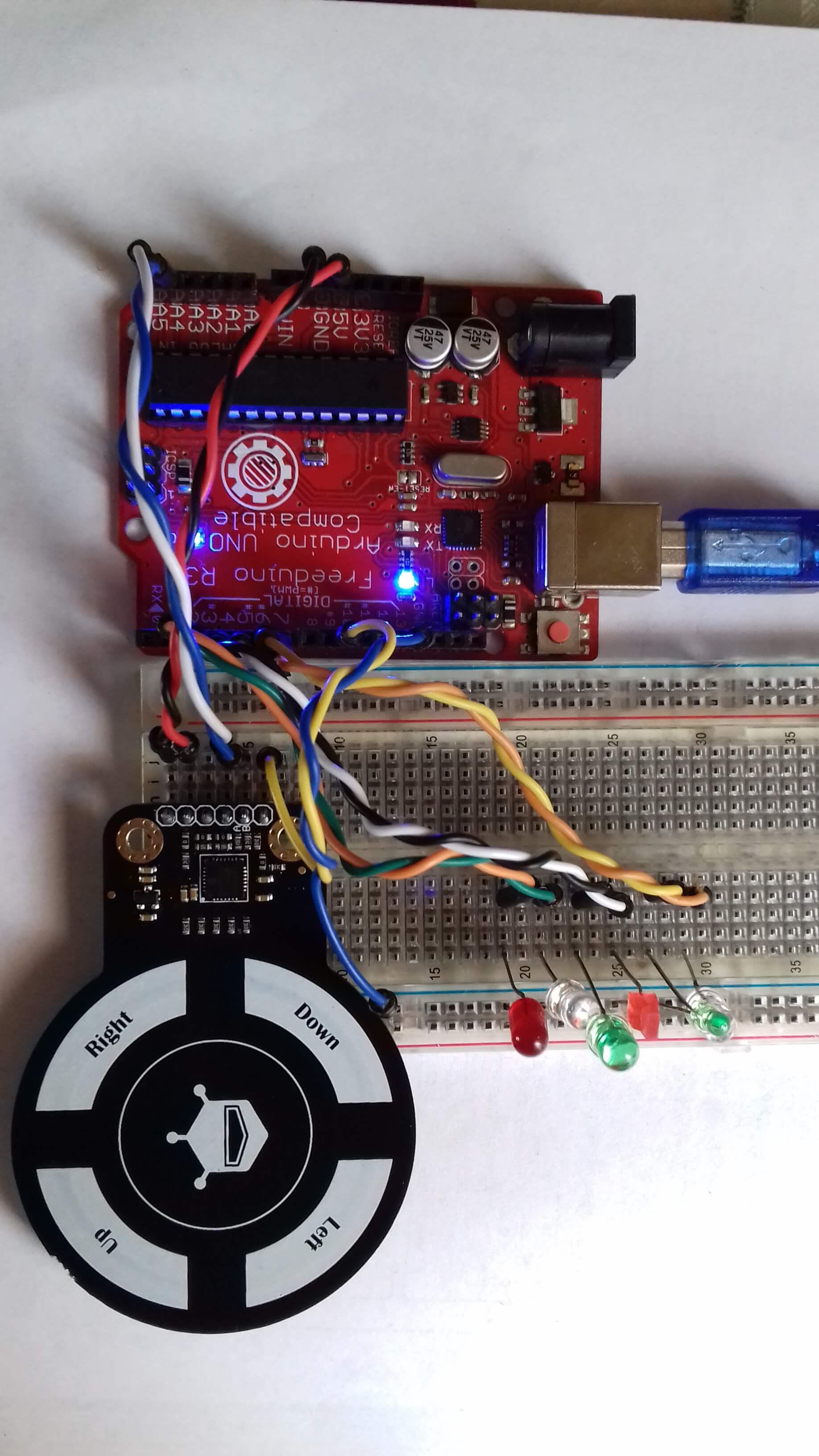 Fig. 1 Sensor de gestos conectado a un Arduino