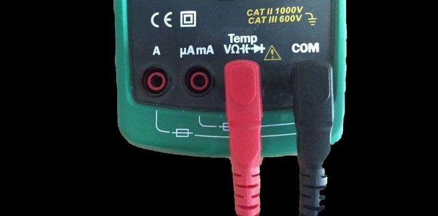 Terminales configuradas para medir resistencia