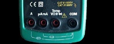 Vista general de las terminales en el multímetro MASTECH 8217MS