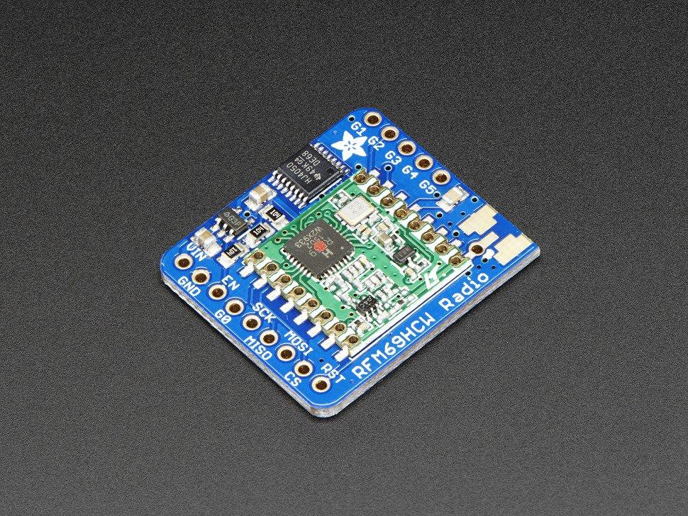 Vista frontal. Adafruit transceptor RFM69HCW 433 MHz
