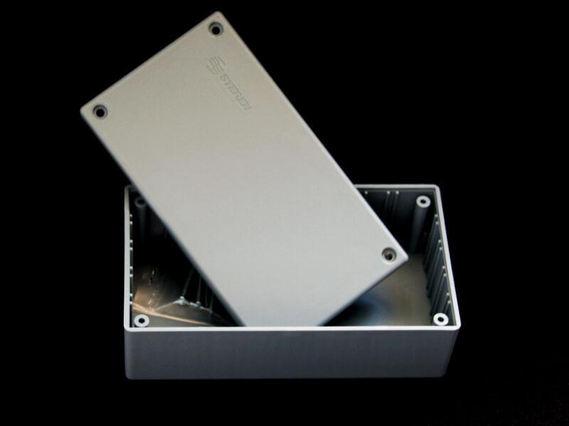 Gabinete de plástico con tapa 135mm X 75mm X 50mm
