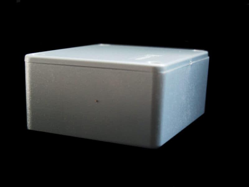 Gabinete de plástico con tapa 100mm X 75mm X 40mm