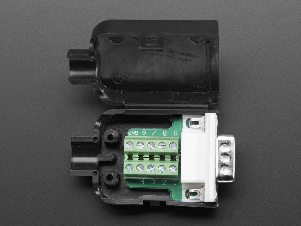 Conector DB-9 macho con case