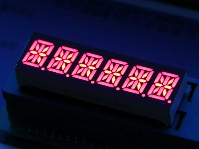 Display alfanumérico 14 segmentos color rojo