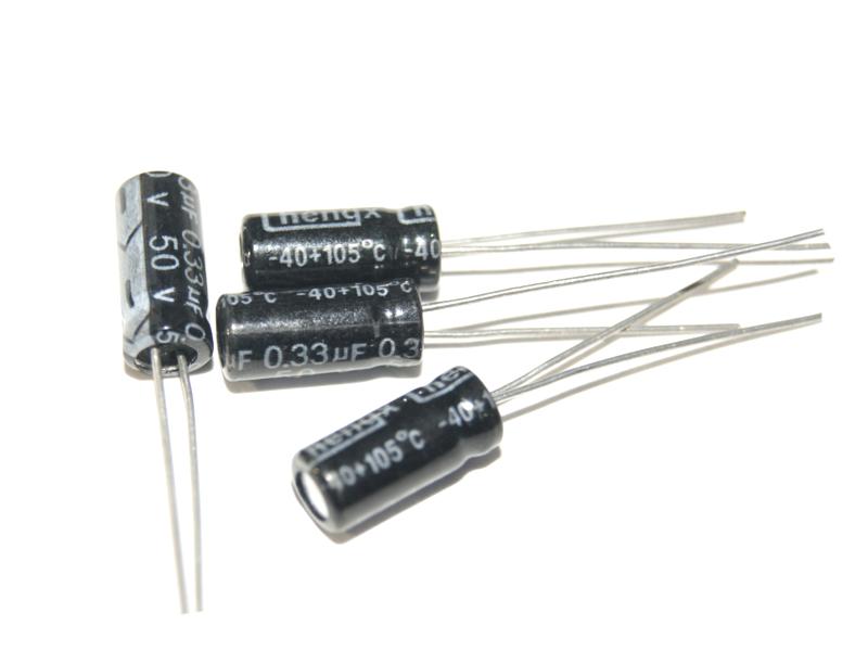 Vista frontal. Capacitor electrolítico 4.7uF 50V