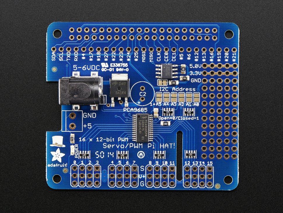 Vista frontal. Shield controlador de servomotores para Raspberry Pi